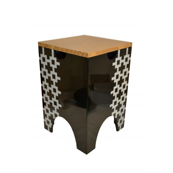 Lacquer stool - black